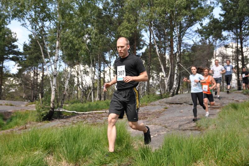 Fredrik Högström springer i fivefingers