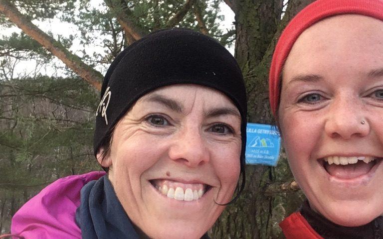 Alexandra Abramsson och Hilde Bjorgaas i FKT Skatås ryggar