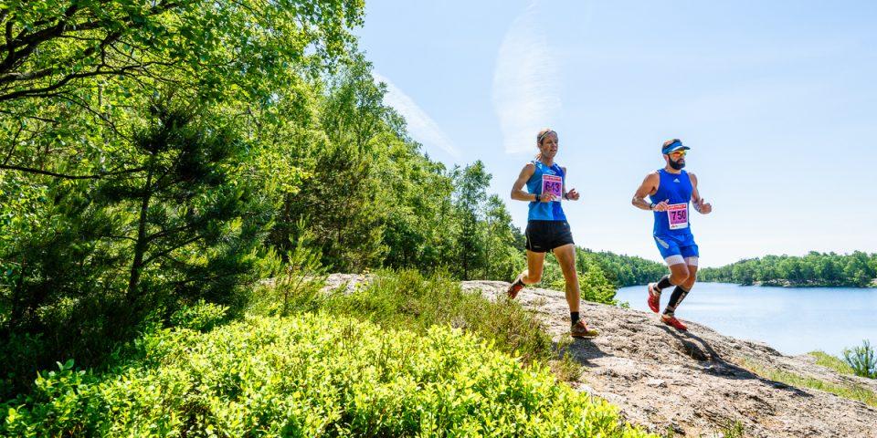 Två löpare vid Västra långvattnet