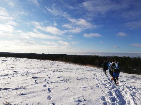 Brudarbacken i snö under Två timmar total offroad inför Skatås ryggar