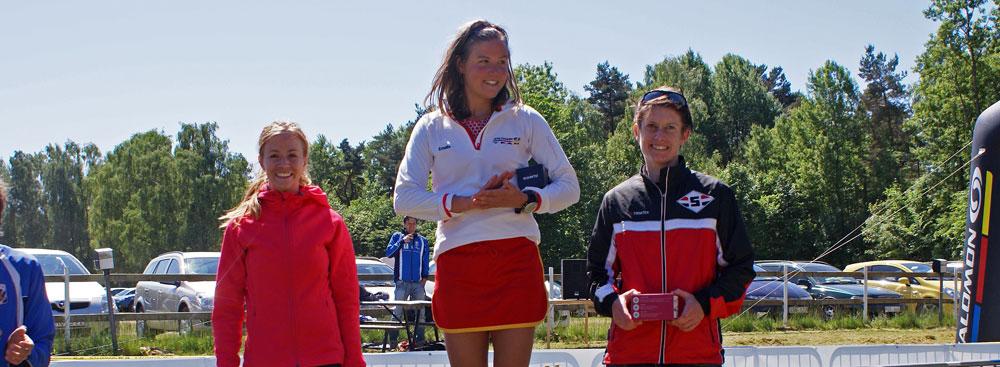 Prispall Damer 21 km Skatås ryggar 2012 med Emelie Forsberg som vinnare